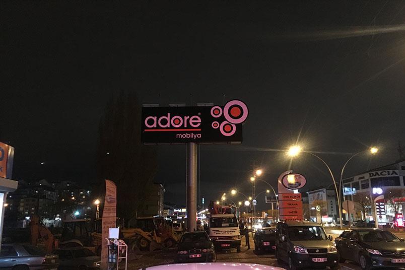 reklam-panosu-gunes-enerjili-led-aydinlatma-adore-02